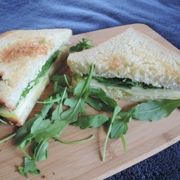 Grilled cheese, rocket and apple salad